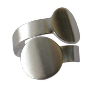 Ring mit zwei Scheiben ( Durchmesser ca. 10 mm)